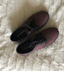 Bordo rdeči čevlji