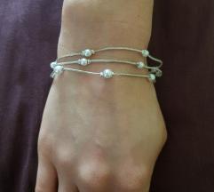 Zapestnica s srebrnimi perlami