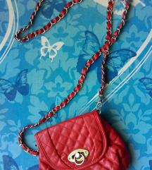 majhna rdeča torbica