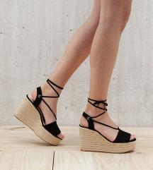 Bershka poletni sandali s polno peto 40