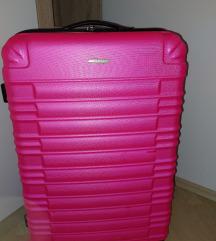 Nov kovček