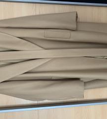 Plašč Zara, nikoli oblečen-poštnina všteta