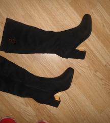Črni škornji s peto