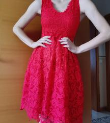 Rdeča čipkasta oblekca s tilom