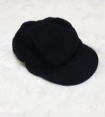 Črna baretka 56cm