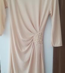 Elegantna obleka z zlatimi detajli