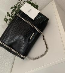 Crna pisemska torbica Bershka