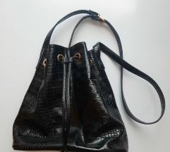 Bucket torba s krokodiljim vzorcem
