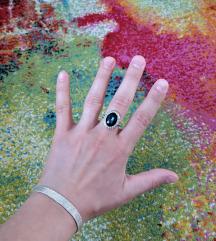 Prstan z modrim kamnom