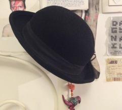 Crn klobucek