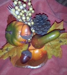 Jesenska dekoracija na lesenem jabolku