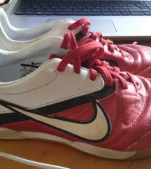 športni čevlji, 32