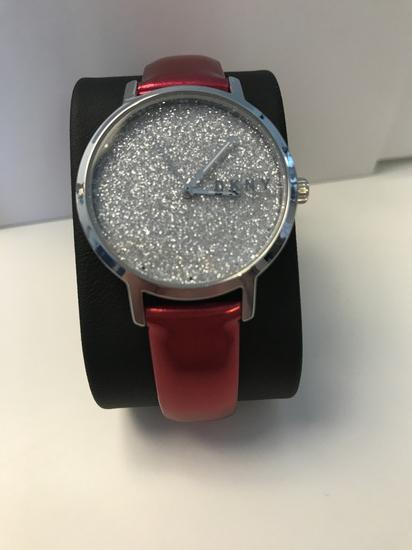Nova DKNY ura s škatlo