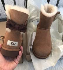 UGG škornji & kapa