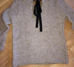 bež pleten pulover s pentljo