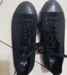 Črni cevlji