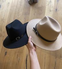 Rjav in črn klobuk