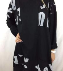 Črn pulover z belim napisom