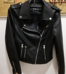 Usnjena črna jaknica