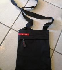 Prodam majhno črno torbico