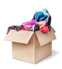 Velika škatla dobro ohranjenih ženskih oblačil