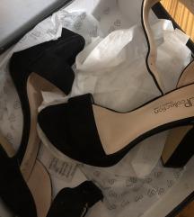Up collection črni sandali