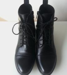 črni usnjeni škorenjčki gležnarji