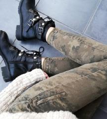 ZNIŽ.Zara army jeans hlače