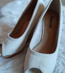 NOVI čevlji s polno peto