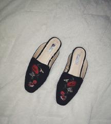 Novi sandali / natikači like GG