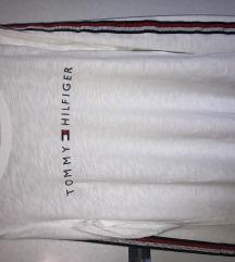 Bela majica z dolgimi rokavi