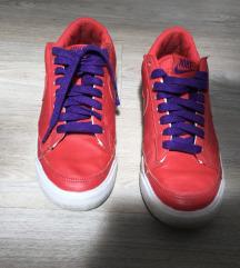 Nike superge številka 38,5
