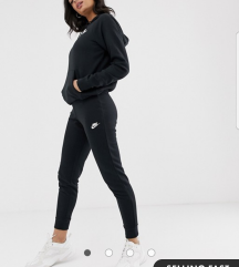 Nike  z etiketo
