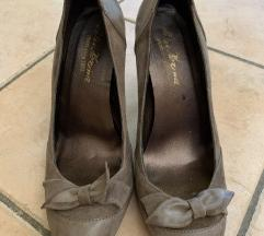 Usnjeni ženski čevlji s peto