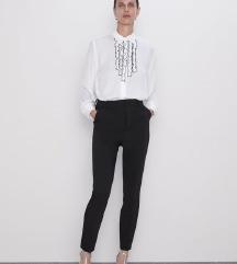 Bluza s črnimi volančki