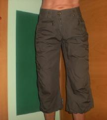 hlače xs   s  kapri