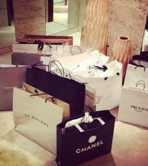 Škatle in vrečke priznanih blagovnih znamk