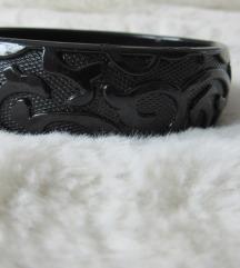 Črna zapestnica z vzorcem
