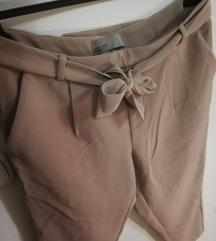 Bež elegantne hlače z etiketo