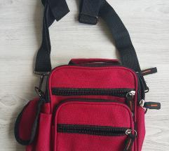 Nenošena manjša praktična torbica