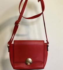 Rdeča majhna torbica