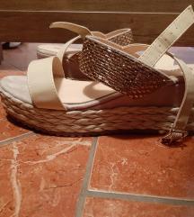 Zlati sandali s platformo