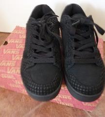 ZNIŽANO- čevlji Vans