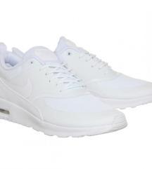 Superge Nike