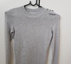 Siv nov pulover z gumbi