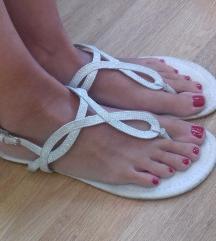 Svetlikajoči sandalčki 39