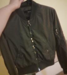 Popolnoma nova jaknica