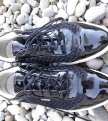 Geox črni čevlji