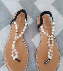 Sandali s perlicami, št. 37