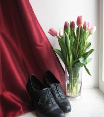 Črni usnjeni čevlji na vezalke